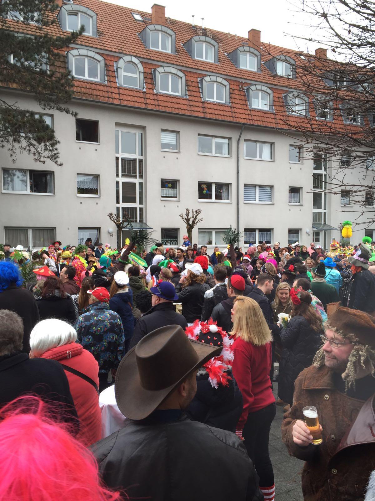 Karneval im Osteria il Nido in Köln Rodenkirchen am Karnevalssontag wenn der Zoch geht! Wir freuen uns auf Sie!